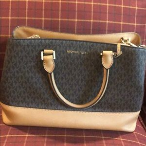 Michael Kors handbag like new